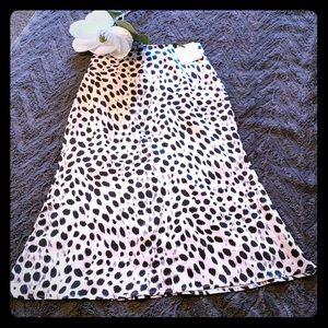 Spotted midi skirt! Small,never worn! White&black